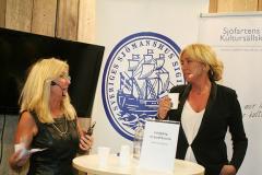 Regissören Martin Jönsson samt krigsseglaren Rune Dahlstrands dotter och Berit Blomqvist.