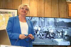 Ordföranden Lena Göthberg berättar om 150-åriga Nautiska Föreningens kommande jubileumsbok.