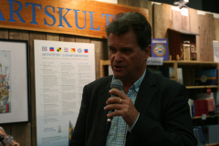 Peter Hanneberg berättar om sin bok Öar.